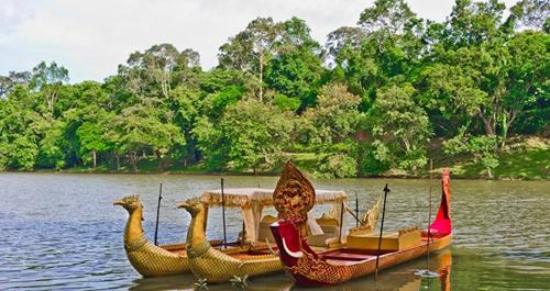 Ngắm hoàng hôn trên hồ Tonle Sap