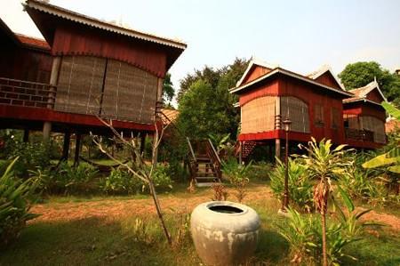 Khach san 3 sao Campuchia- Rajabori Villas