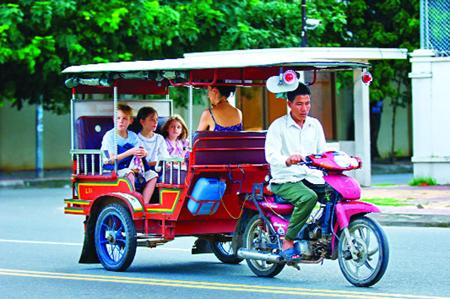 Xe tuk tuk phương tiện giao thông phổ biến nhất ở Campuchia