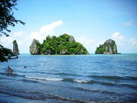 Bãi biển Kep trong xanh và yên bình