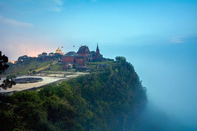 Cao nguyên Bokor bao phủ bởi sương mù dày đặc