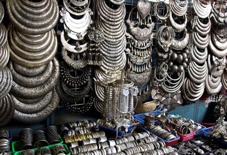 Đồ trang sức bằng bạc phong phú tại chợ đêm Siem Reap