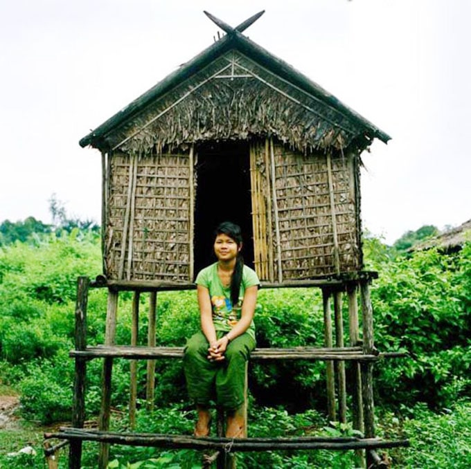 Nhiều cô gái ở đây sống hoàn toàn trong túp lều
