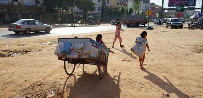 Cả xóm này hành nghề nhặt rác