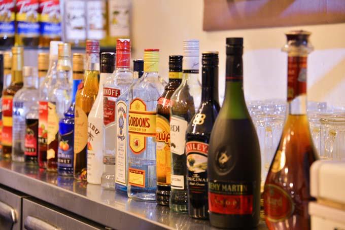 Đồ uống phong phú ở quầy bar