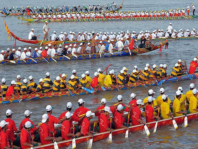 Lễ hội tập trung rất nhiều đội đua thuyền khắp nơi đổ về