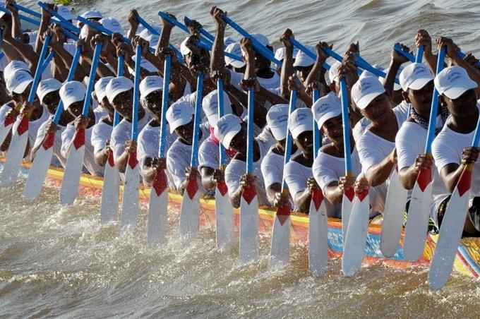 Các tay đua thể hiện tài năng của mình để chèo thuyền