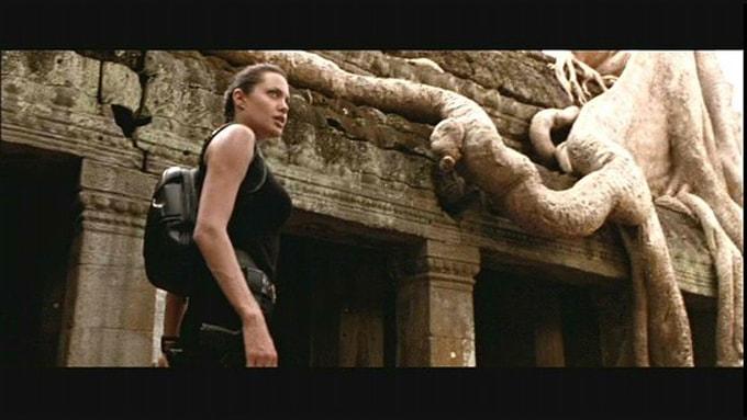 Angelina Jolie ở đền Ta Prohm trong Bí mật ngôi mộ cổ